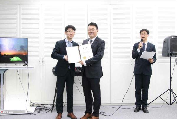 韩国SNS记者联合会聘任李汉洙为副会长、曹明权为该联合会的中国最高咨询委员